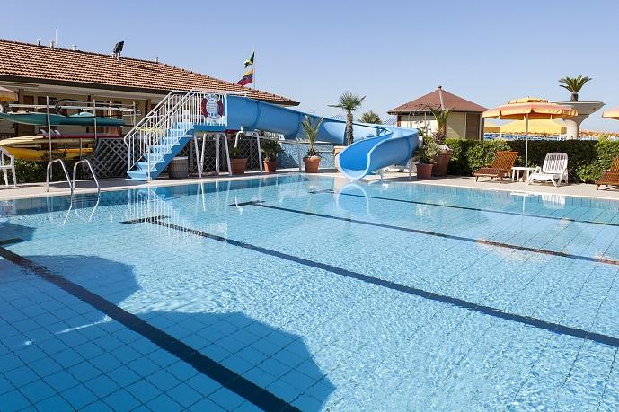Piscina bagno il sole stabilimento balneare a for Bagno della piscina